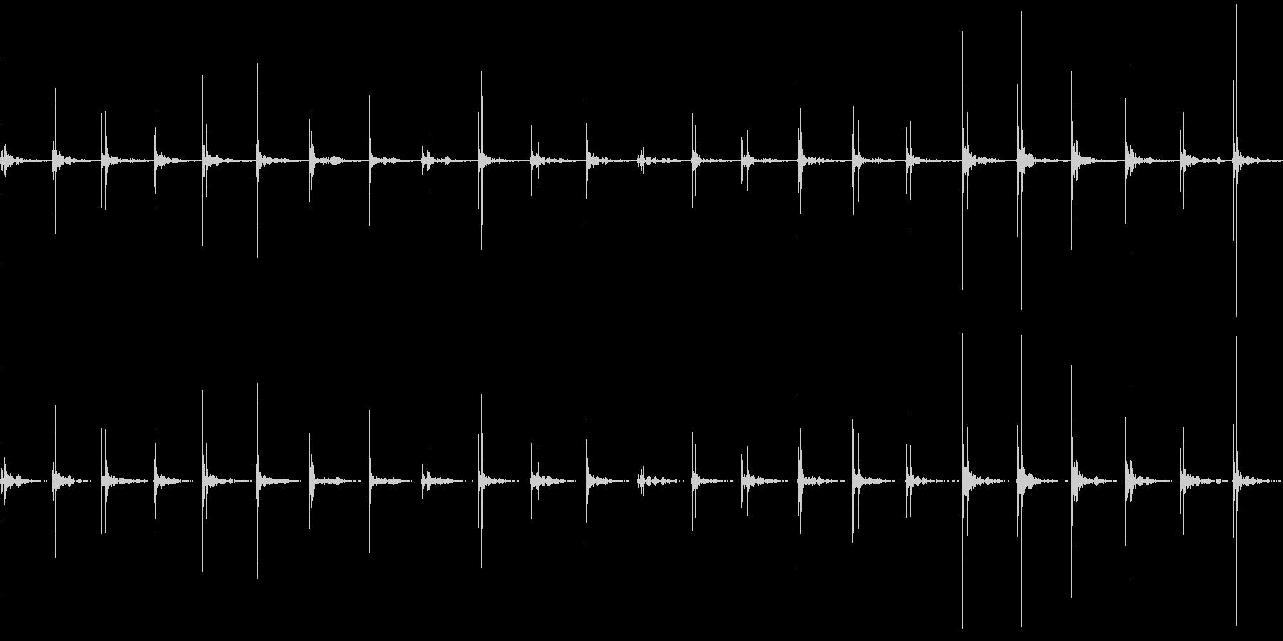 アスファルトの上を歩く(普通の速度)の未再生の波形