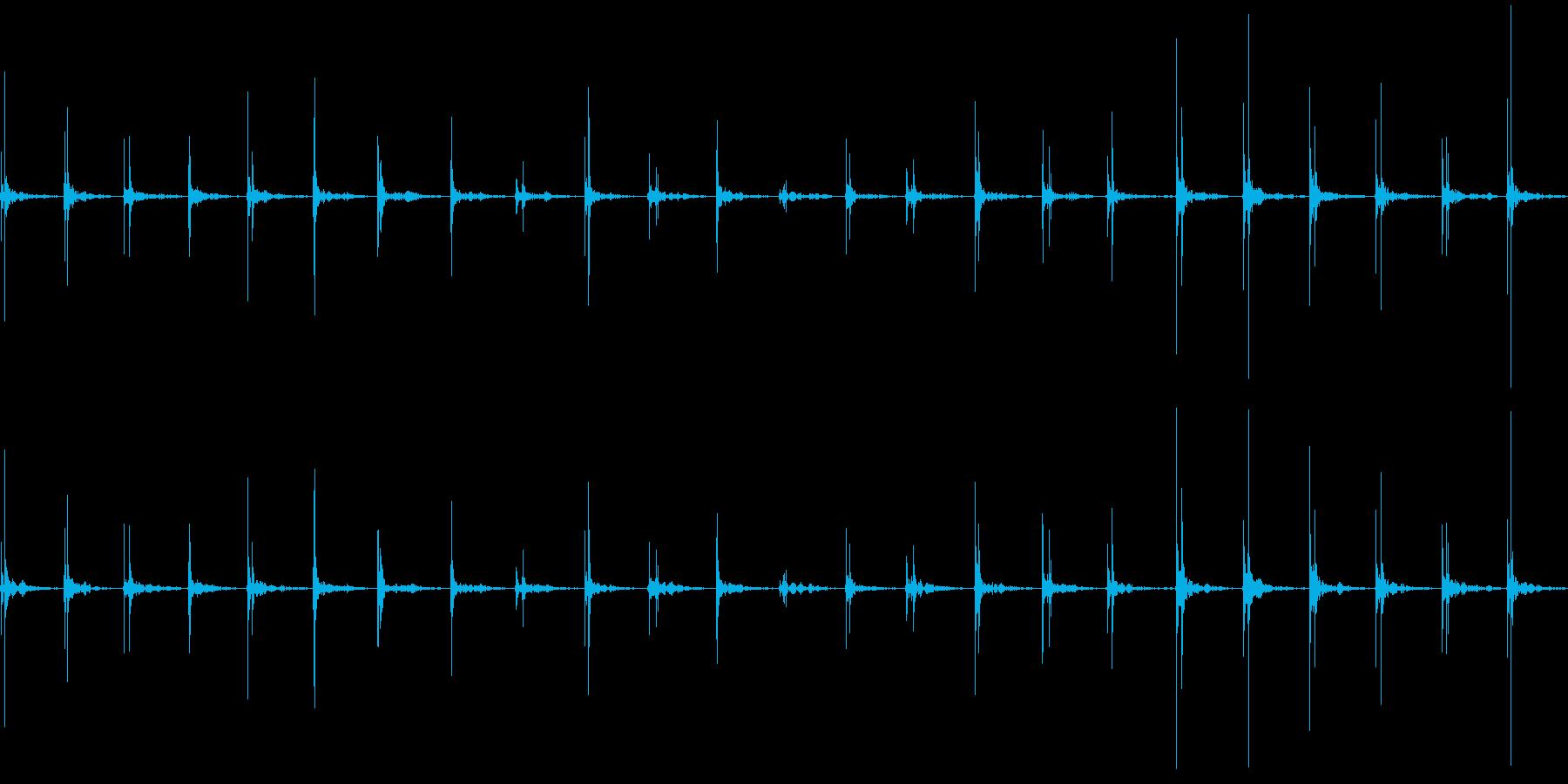 アスファルトの上を歩く(普通の速度)の再生済みの波形