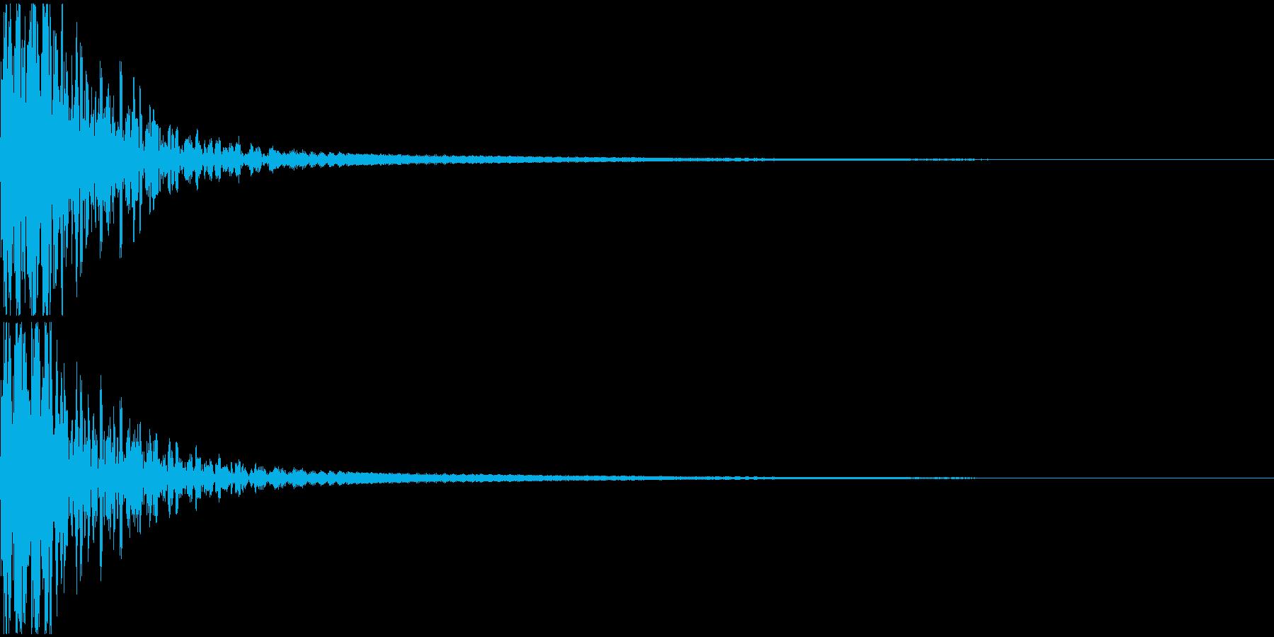 低音の響く爆発音の再生済みの波形