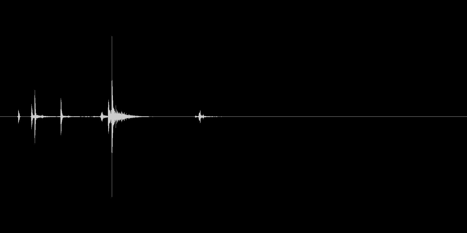 ハンドガン、マグナムタイプ。ハンマーを…の未再生の波形