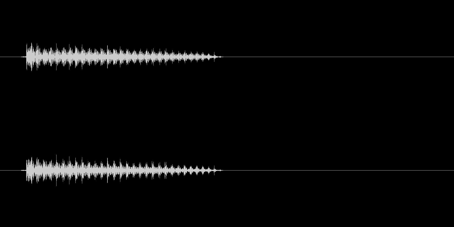「ぶぅ〜」という短いおならの効果音です。の未再生の波形