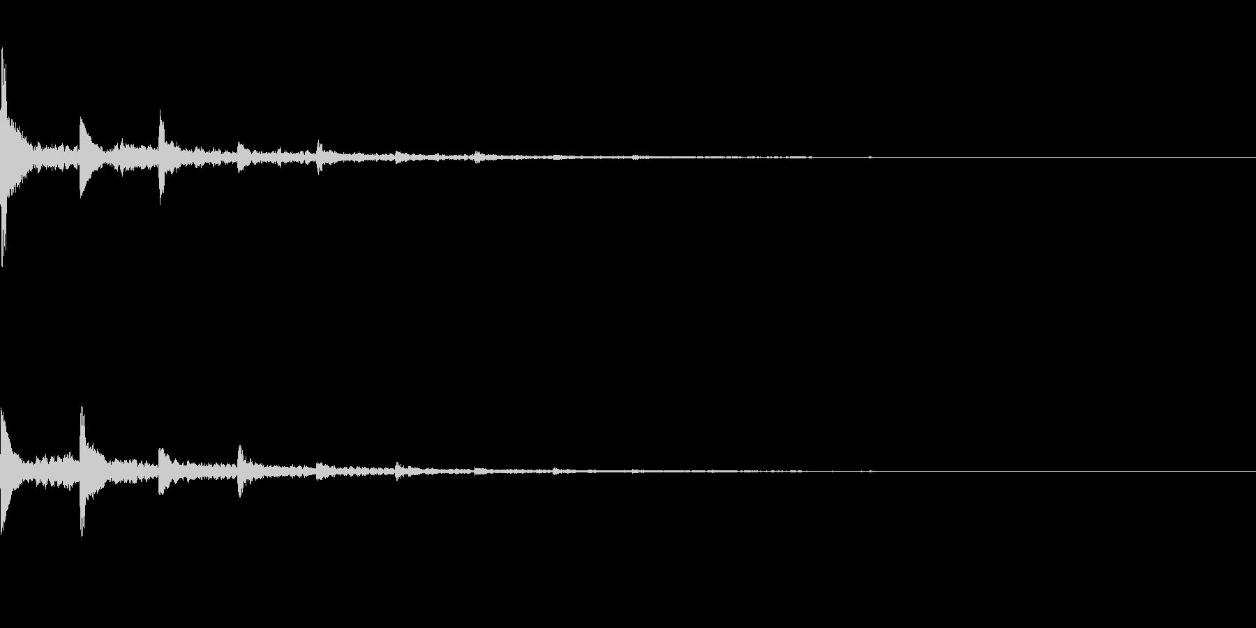 効果音  響くピアノの未再生の波形
