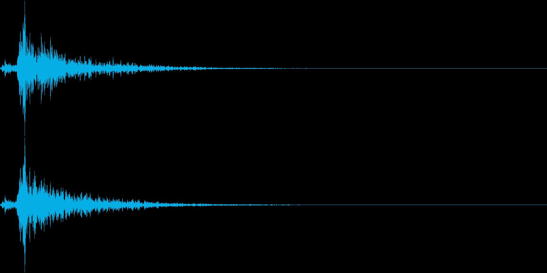 「シャン〜!」象徴的な鈴の音+リバーブの再生済みの波形
