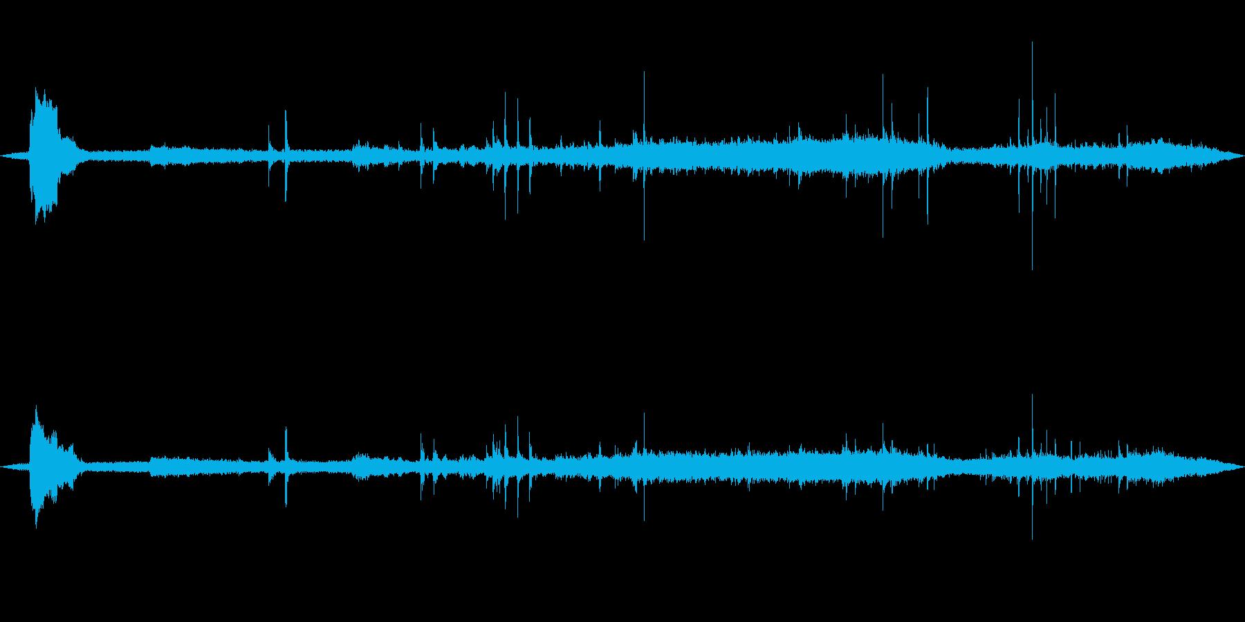 駅を出発するローカル列車 甲高い警笛の再生済みの波形