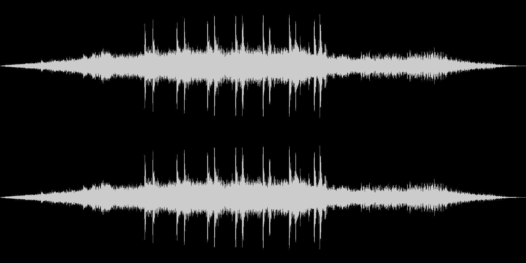 【マイク収録】ゆっくり電車が走る音/出発の未再生の波形