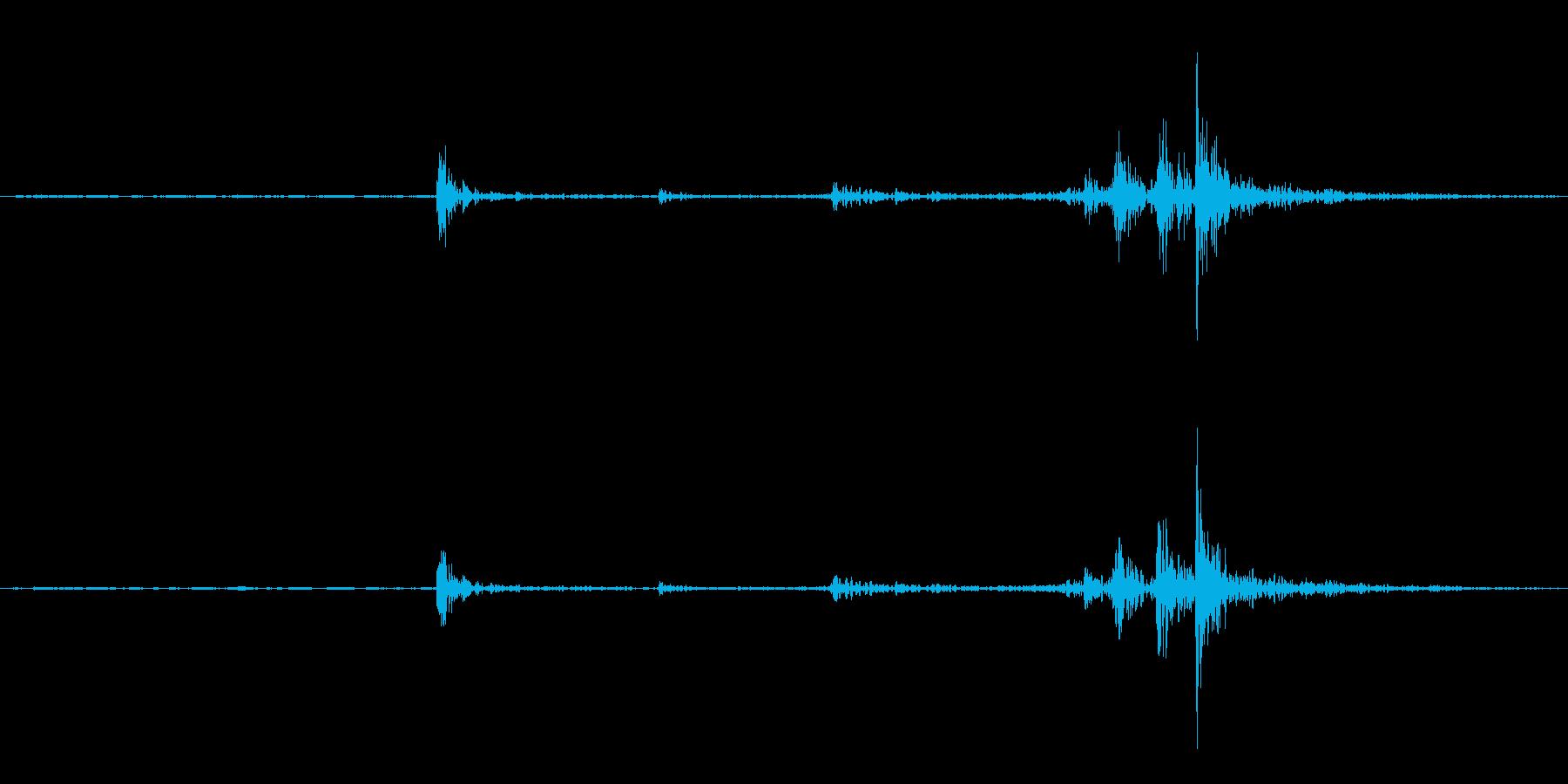 据え置き電話の受話器を取る音(ガチャ)の再生済みの波形