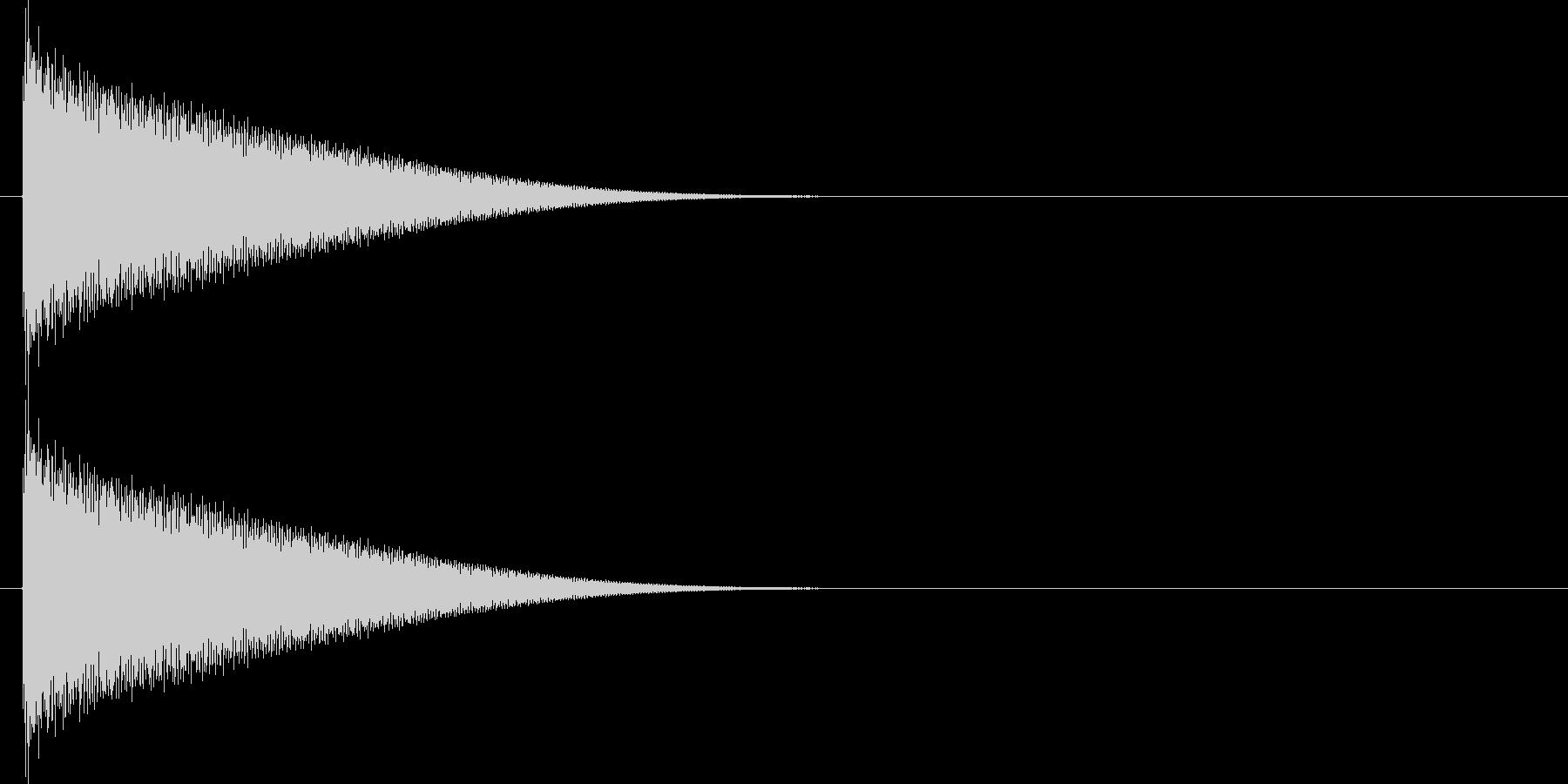カキーンと何かが遠く飛んでいくような音の未再生の波形
