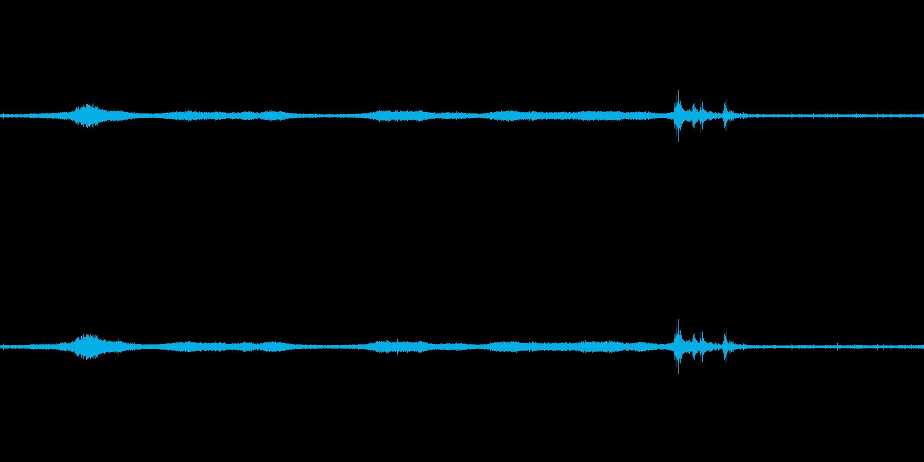 【生音】雷雨44 - 雨と雷と通行音 …の再生済みの波形