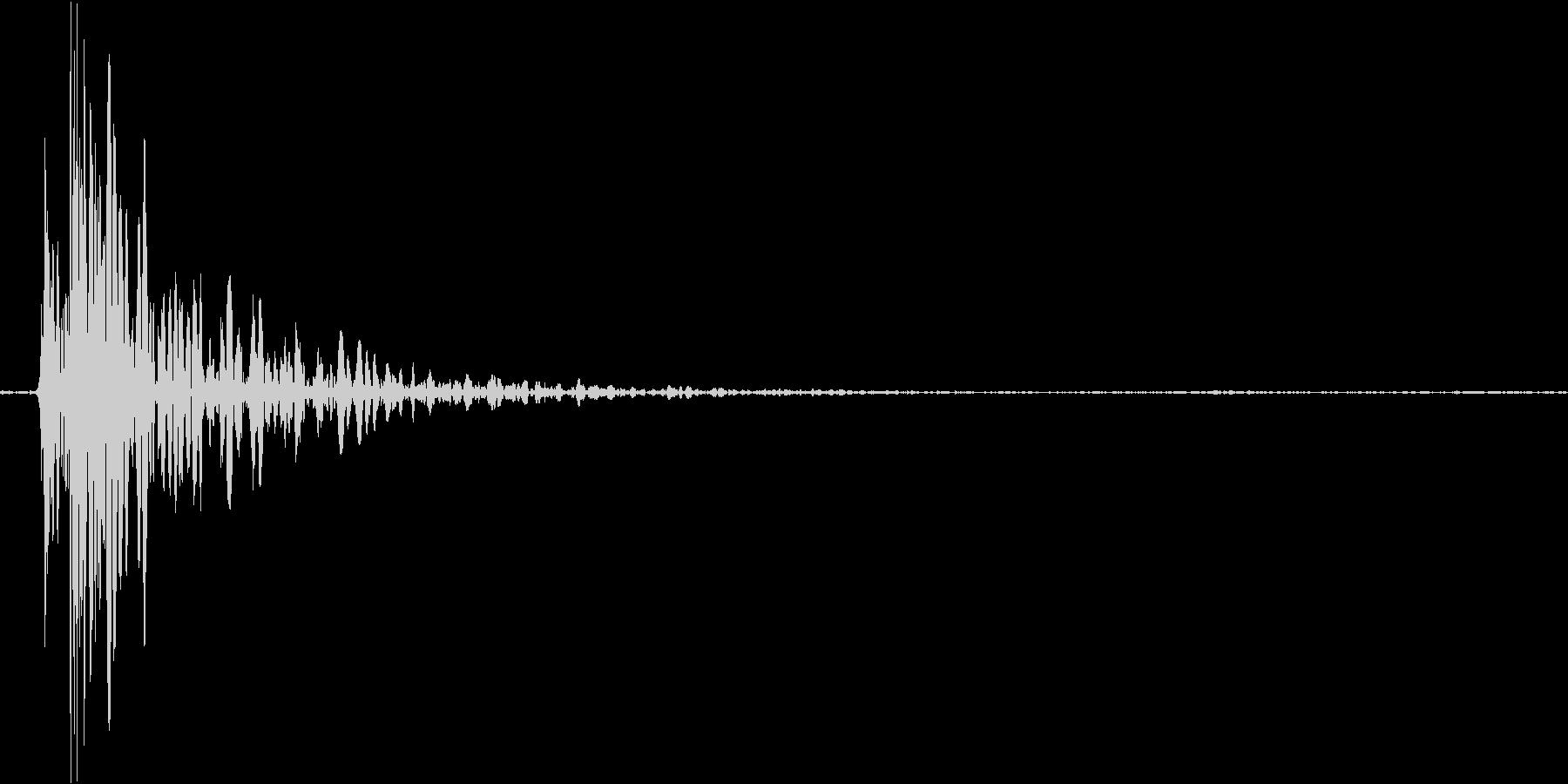 札束をドサッと置いた音の未再生の波形