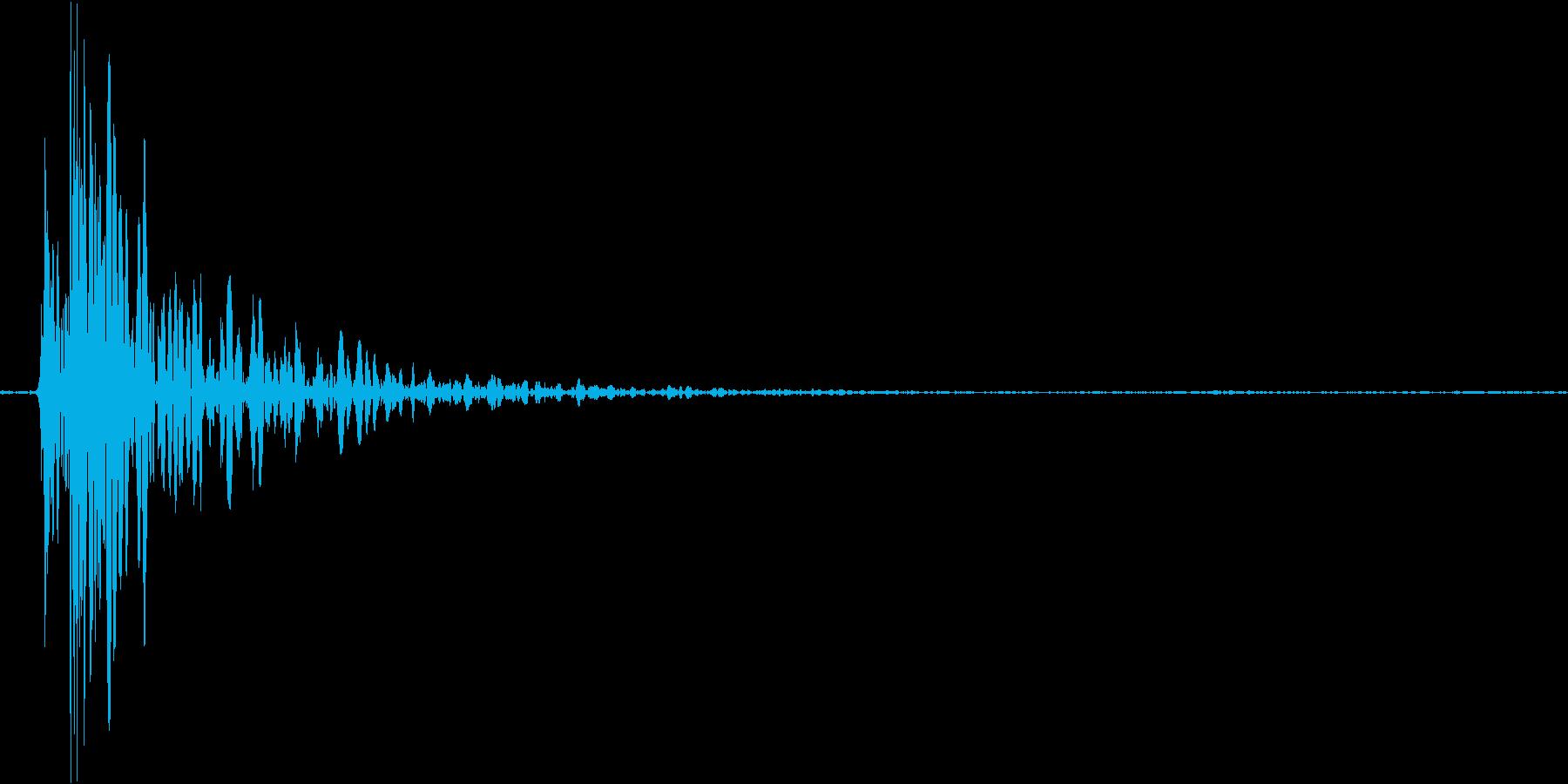 札束をドサッと置いた音の再生済みの波形