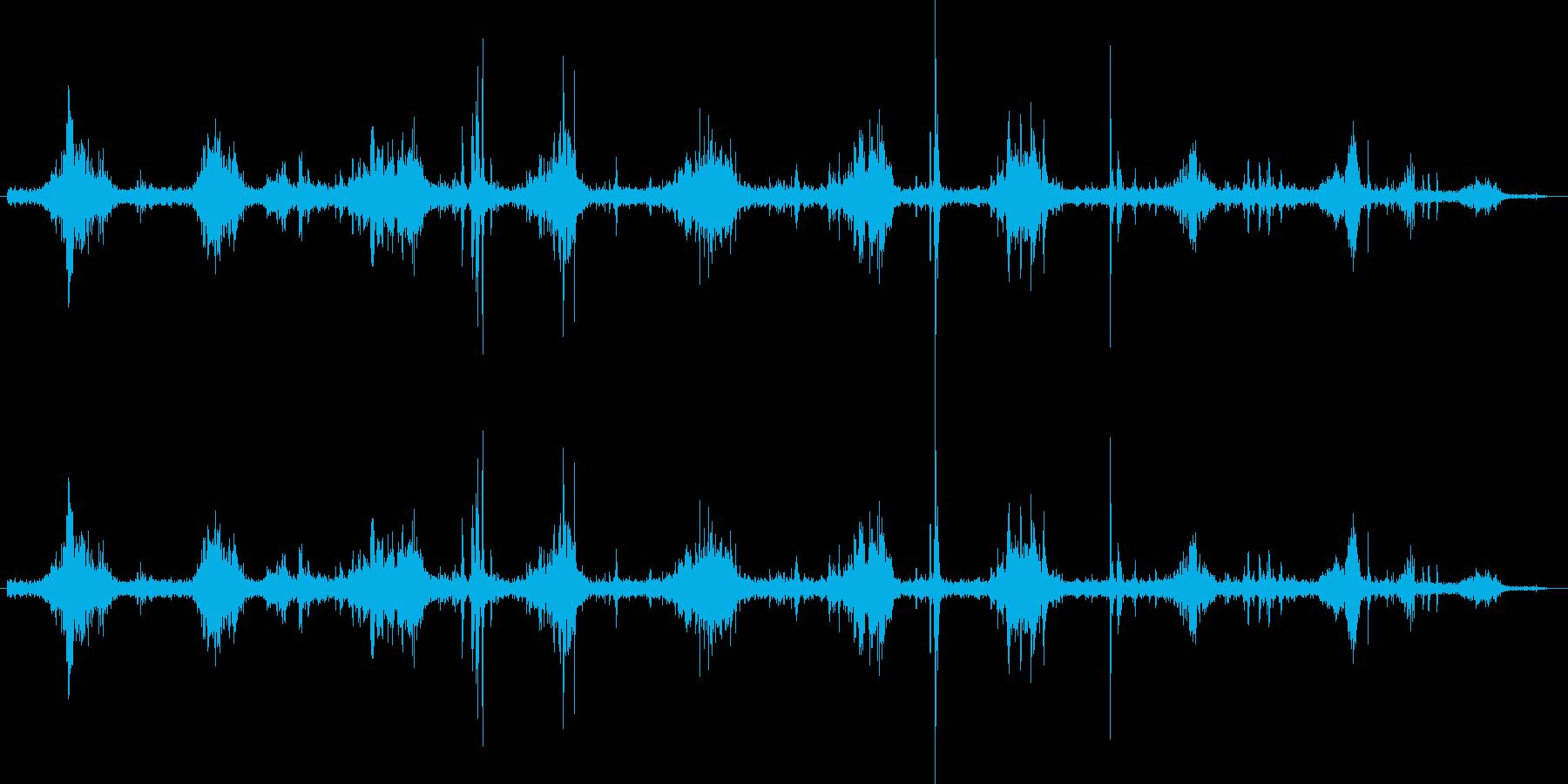 何かをボリボリ食べる音です。その1の再生済みの波形