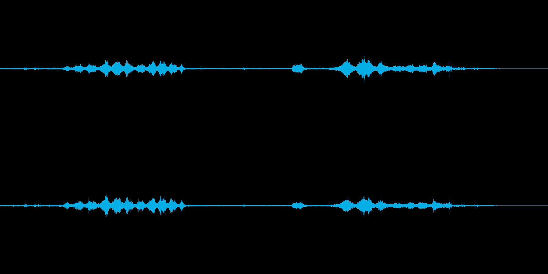 真下から録音した電車の通過音の再生済みの波形