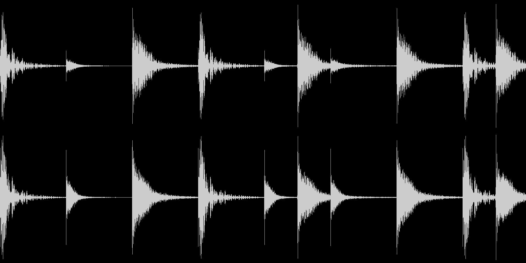 2小節のドラムパターンの未再生の波形