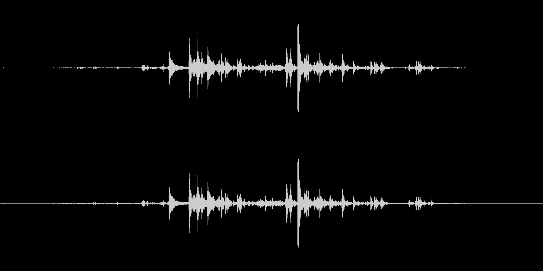 カランコロンと氷をコップに入れる音の未再生の波形