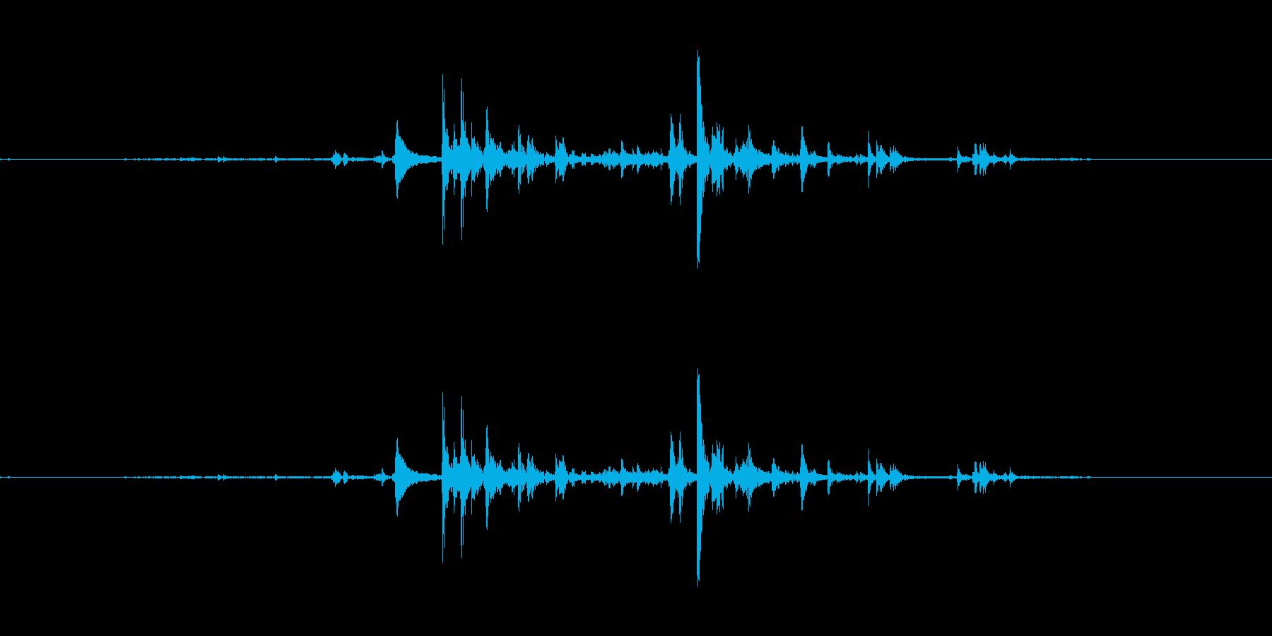 カランコロンと氷をコップに入れる音の再生済みの波形