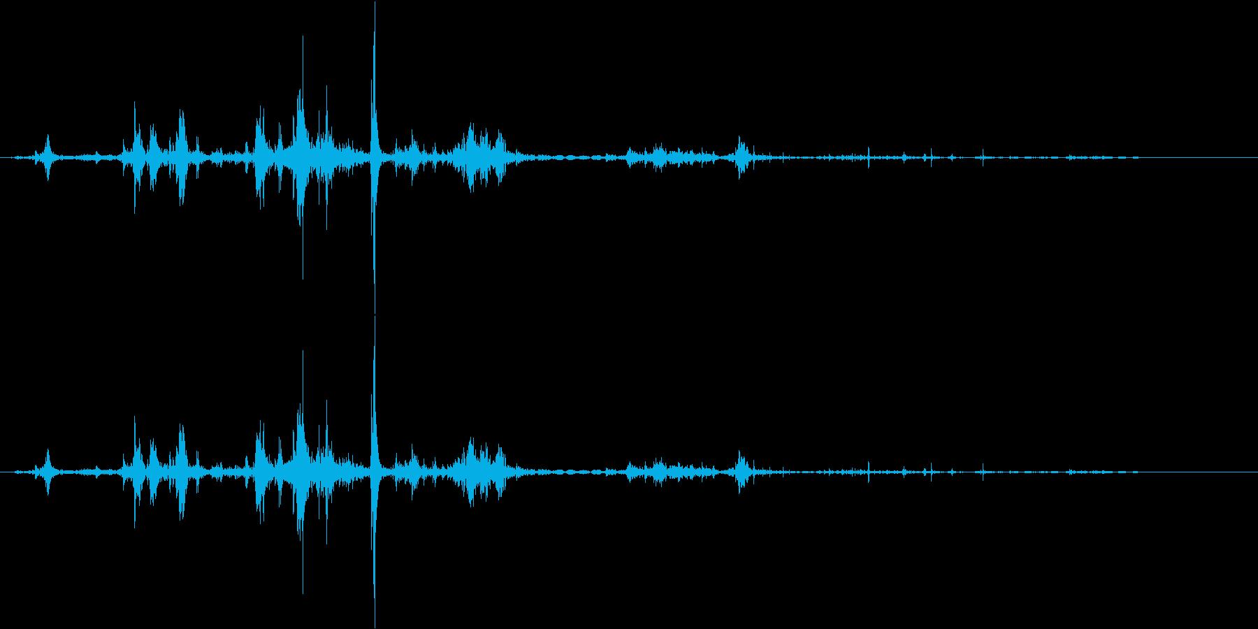 カプッ。食べる・かじる音の再生済みの波形