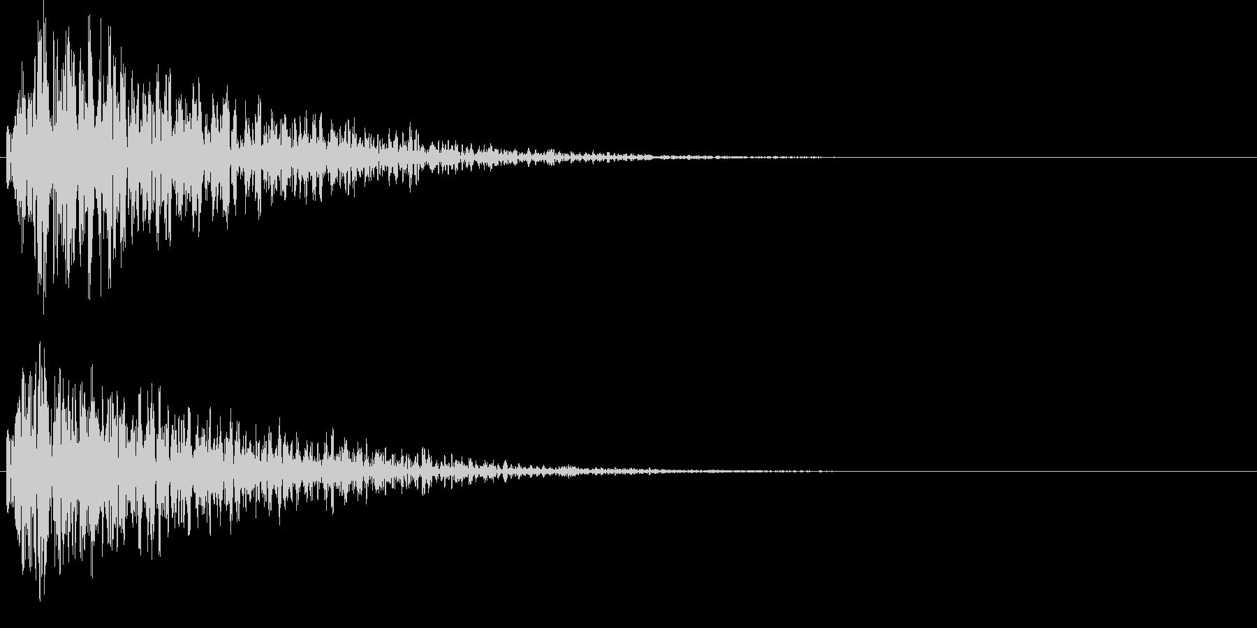 ボカーン。爆弾などの爆発音Bの未再生の波形
