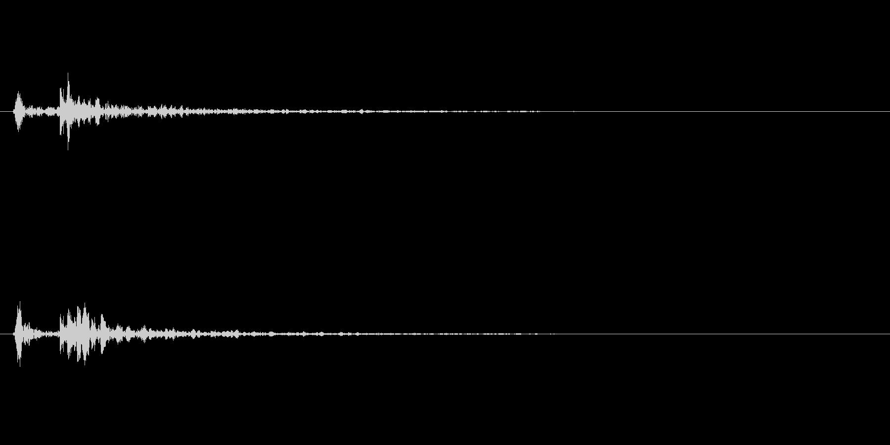 木製のドアを閉める音(エフェクト有り)の未再生の波形