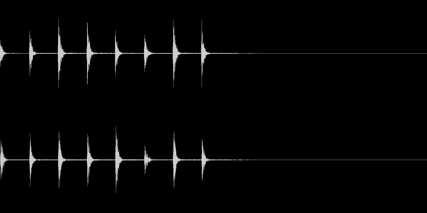 タッタッタ(板の上を走る足音)の未再生の波形