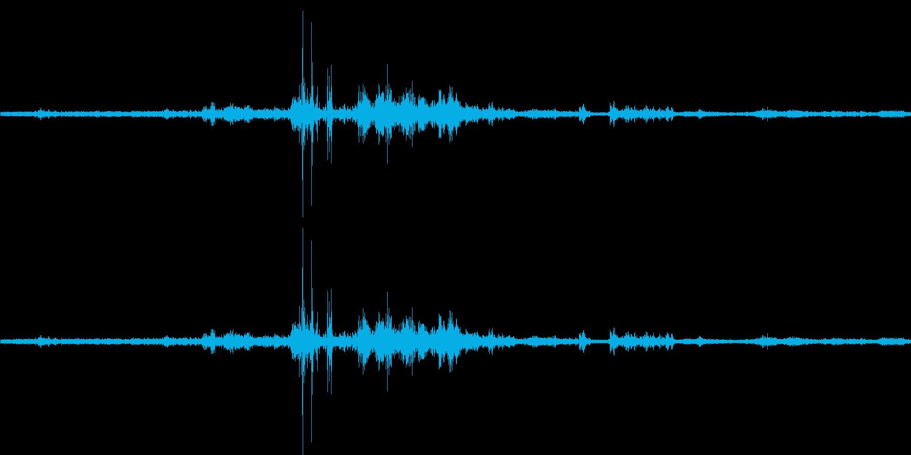 【生音】雷10 - 風と雷と通行音 「…の再生済みの波形