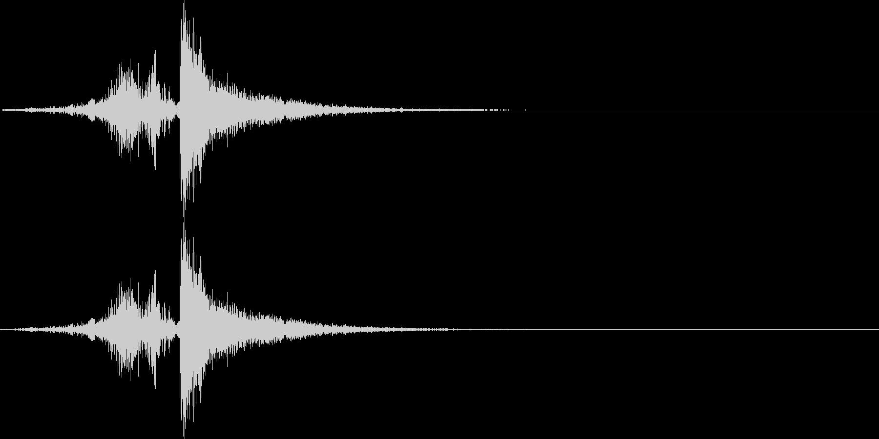 びゅんっ、スパン!(鞭の音)の未再生の波形