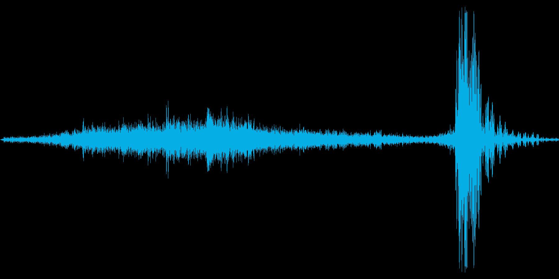 サー..トン。窓(サッシ)を閉める音の再生済みの波形