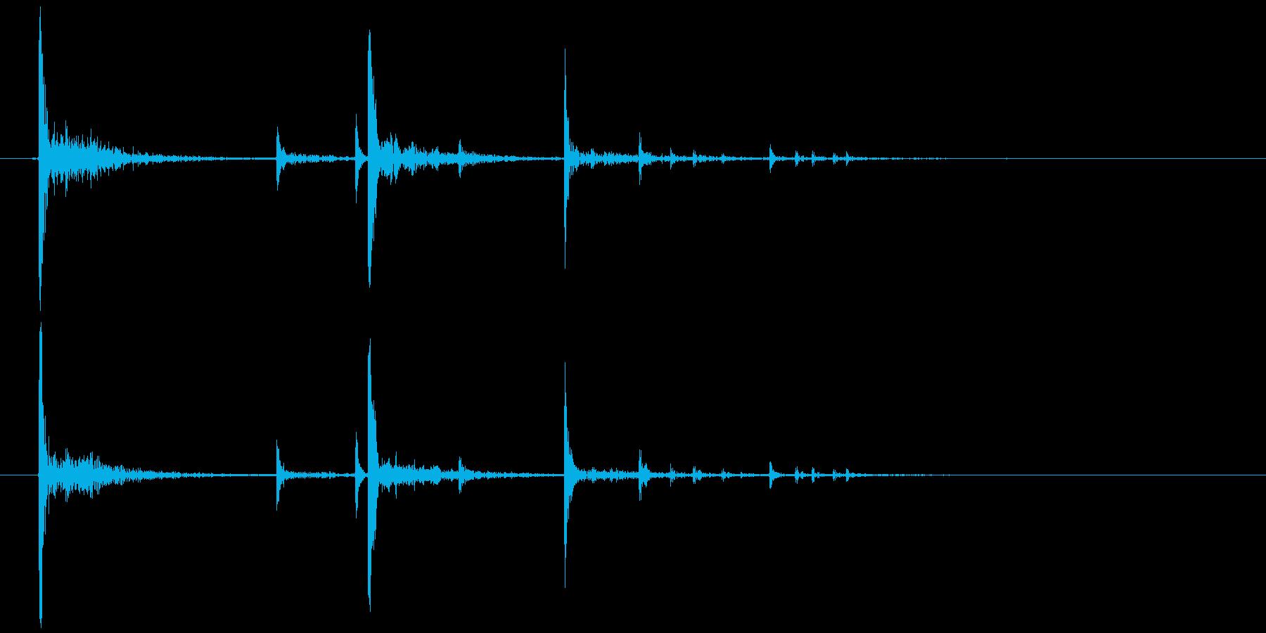 置く、落下 軽い系(物音)カッ、コロリの再生済みの波形