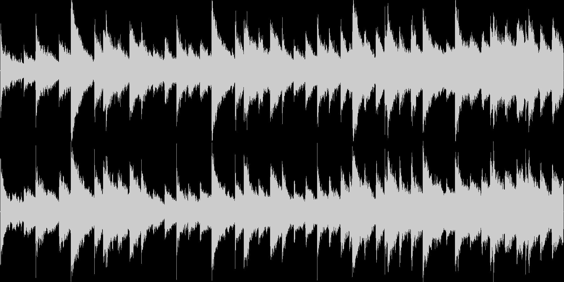 ピアノと金物系リズムのみのシンプルな構…の未再生の波形