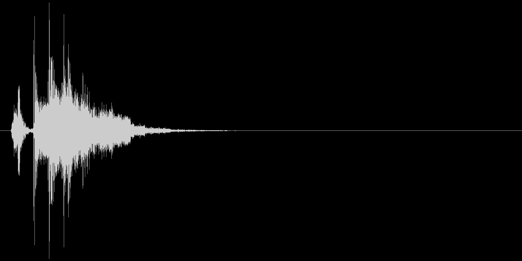 氷の塊を投げるような効果音の未再生の波形