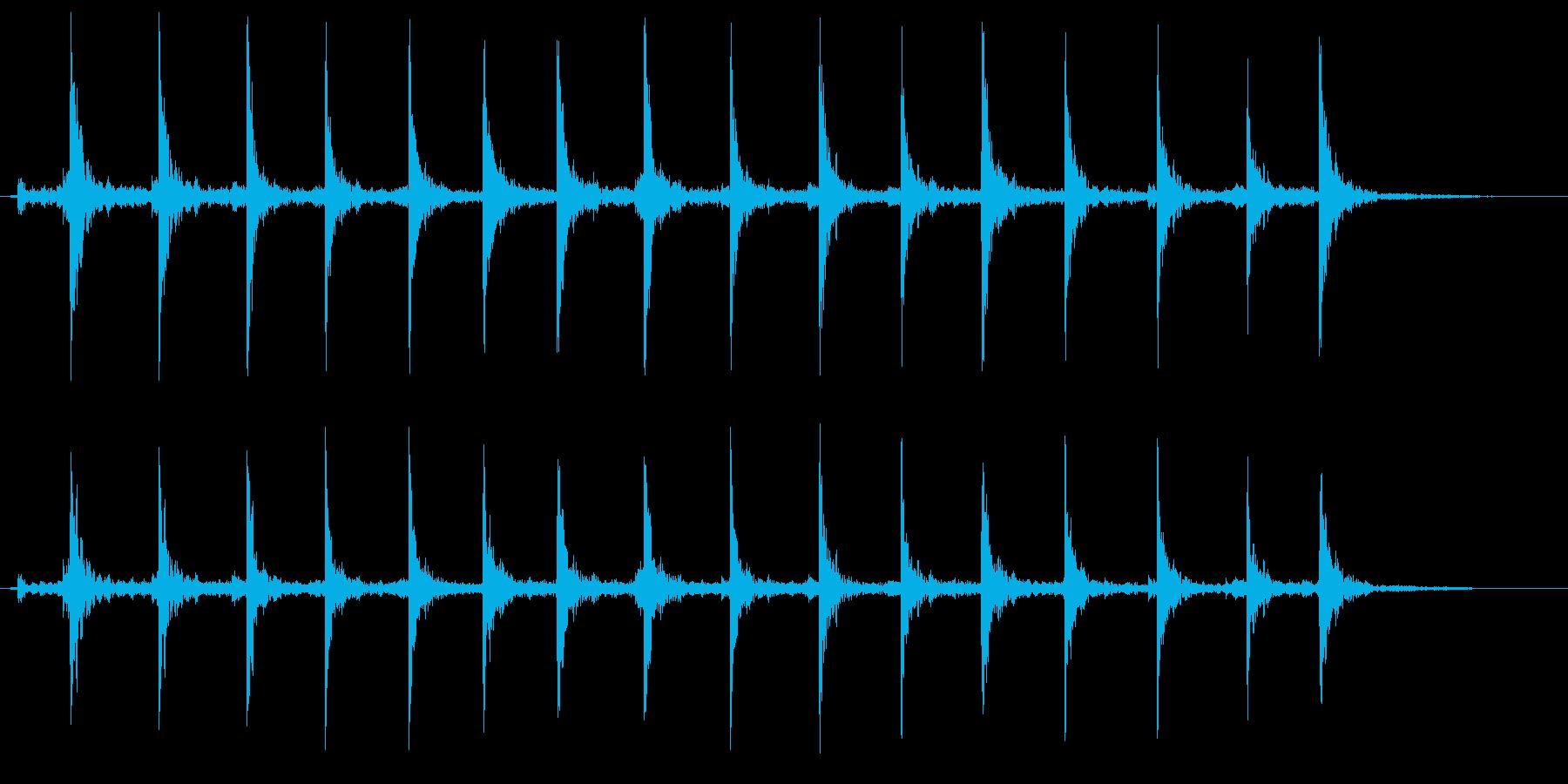 トントントントン(まな板の上で千切りの音の再生済みの波形