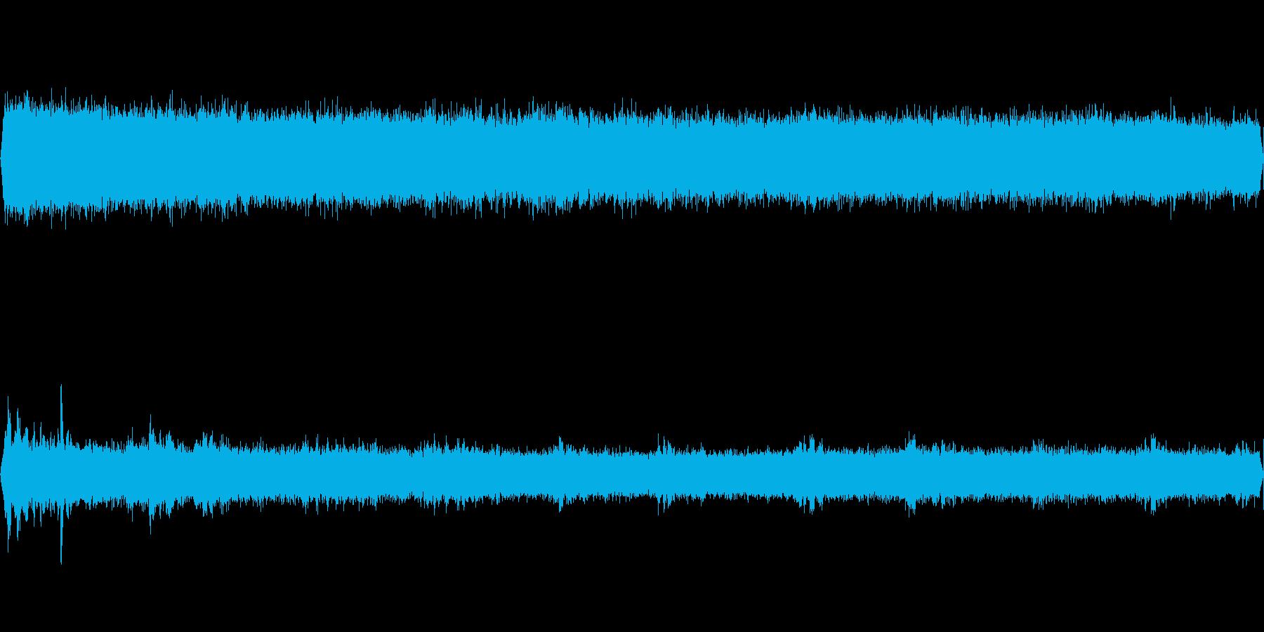 ニイニイゼミとオオルリが鳴く夏の山の再生済みの波形