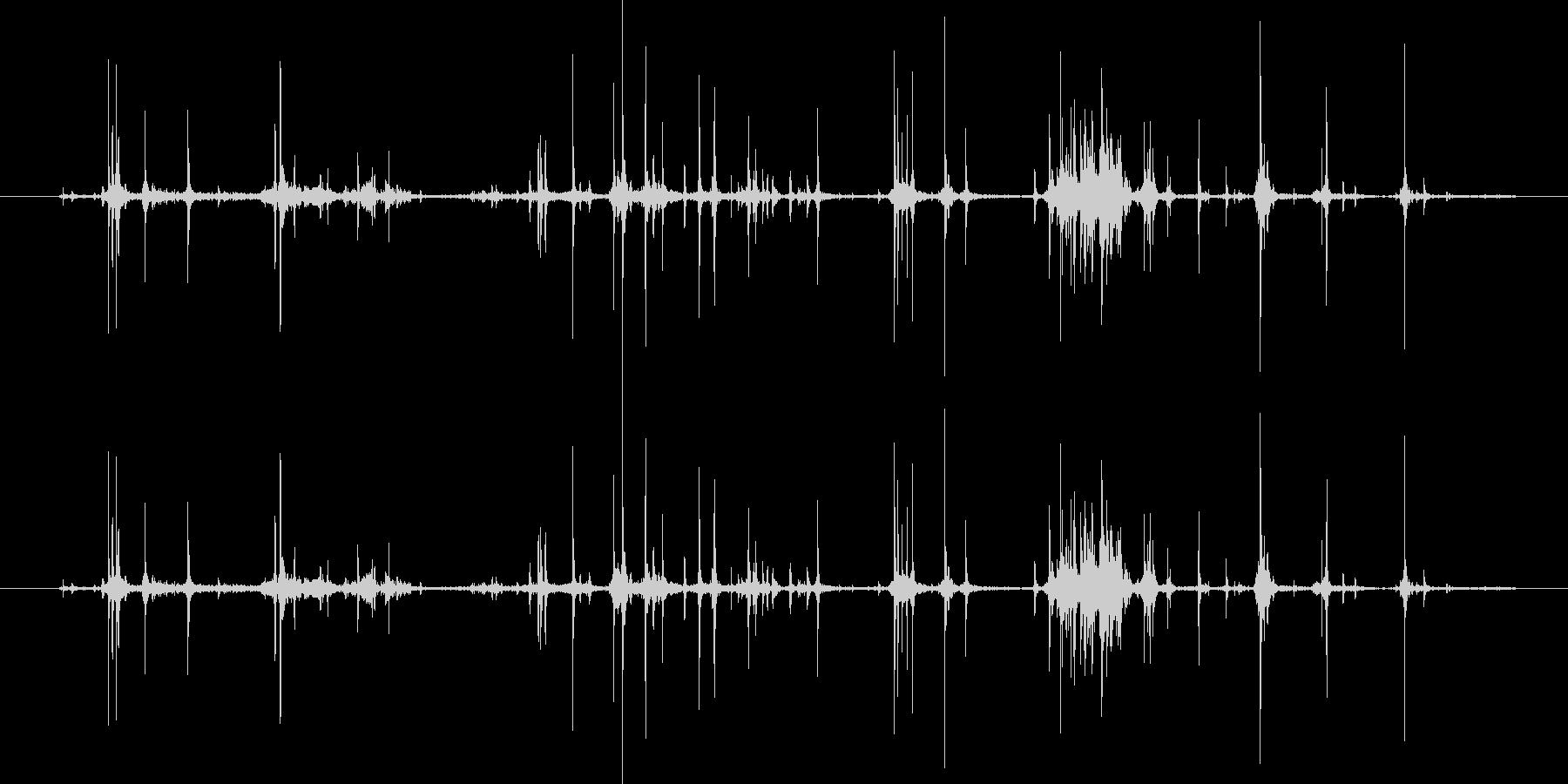 カシャカシャとお菓子の袋を開ける音の未再生の波形