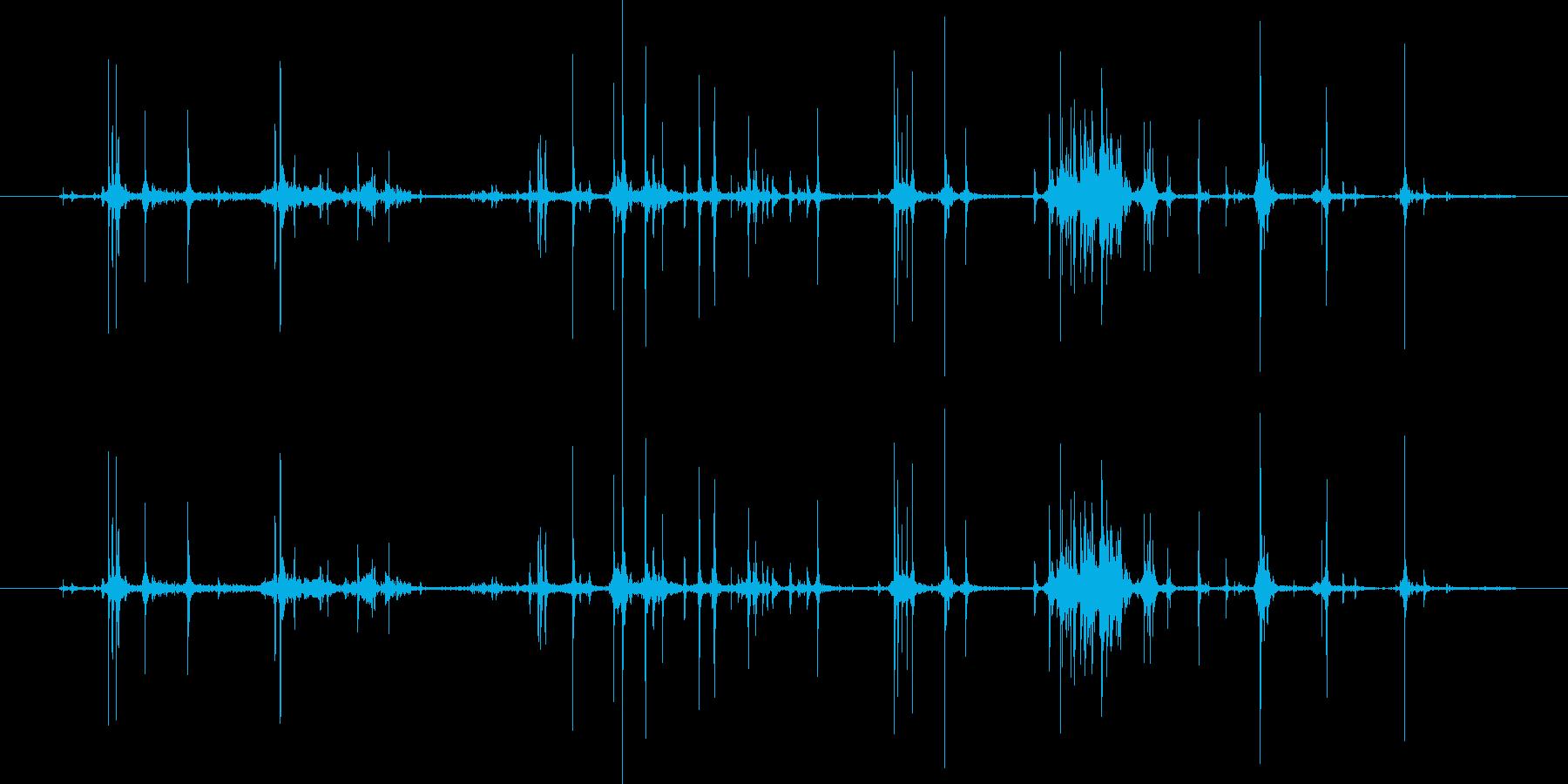 カシャカシャとお菓子の袋を開ける音の再生済みの波形