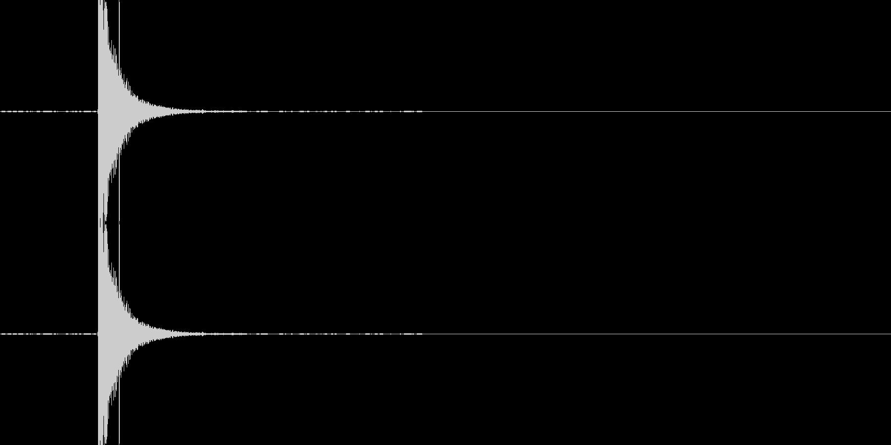 カンッ(缶が蹴られる音)の未再生の波形