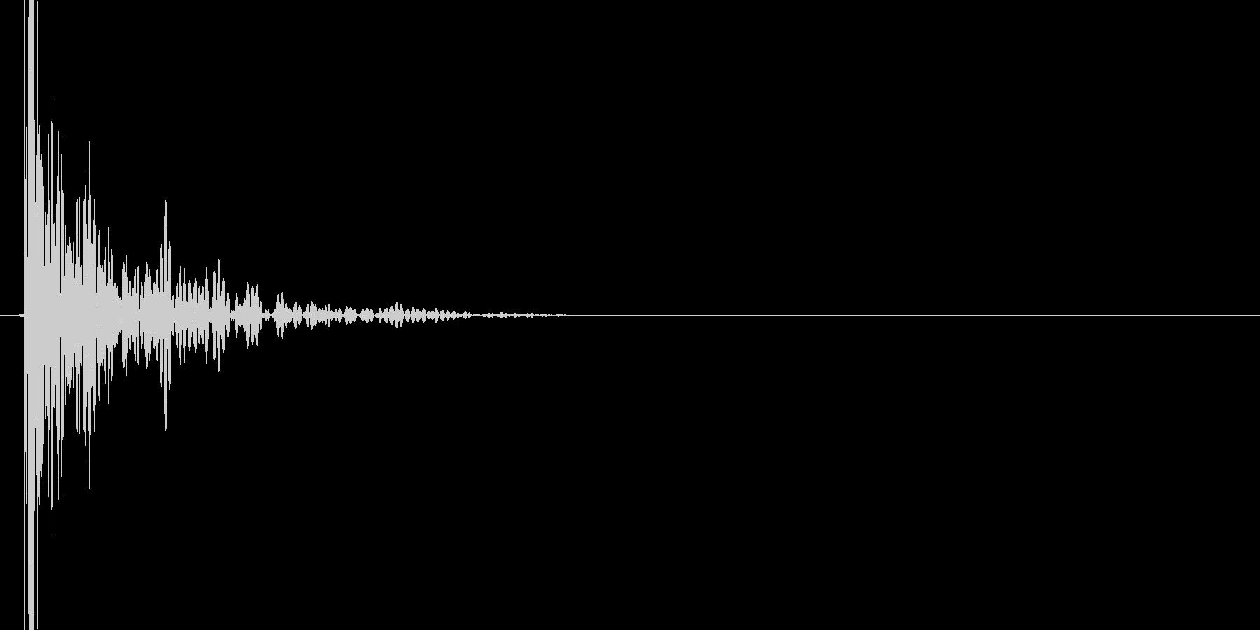 ドン(叩く音)の未再生の波形