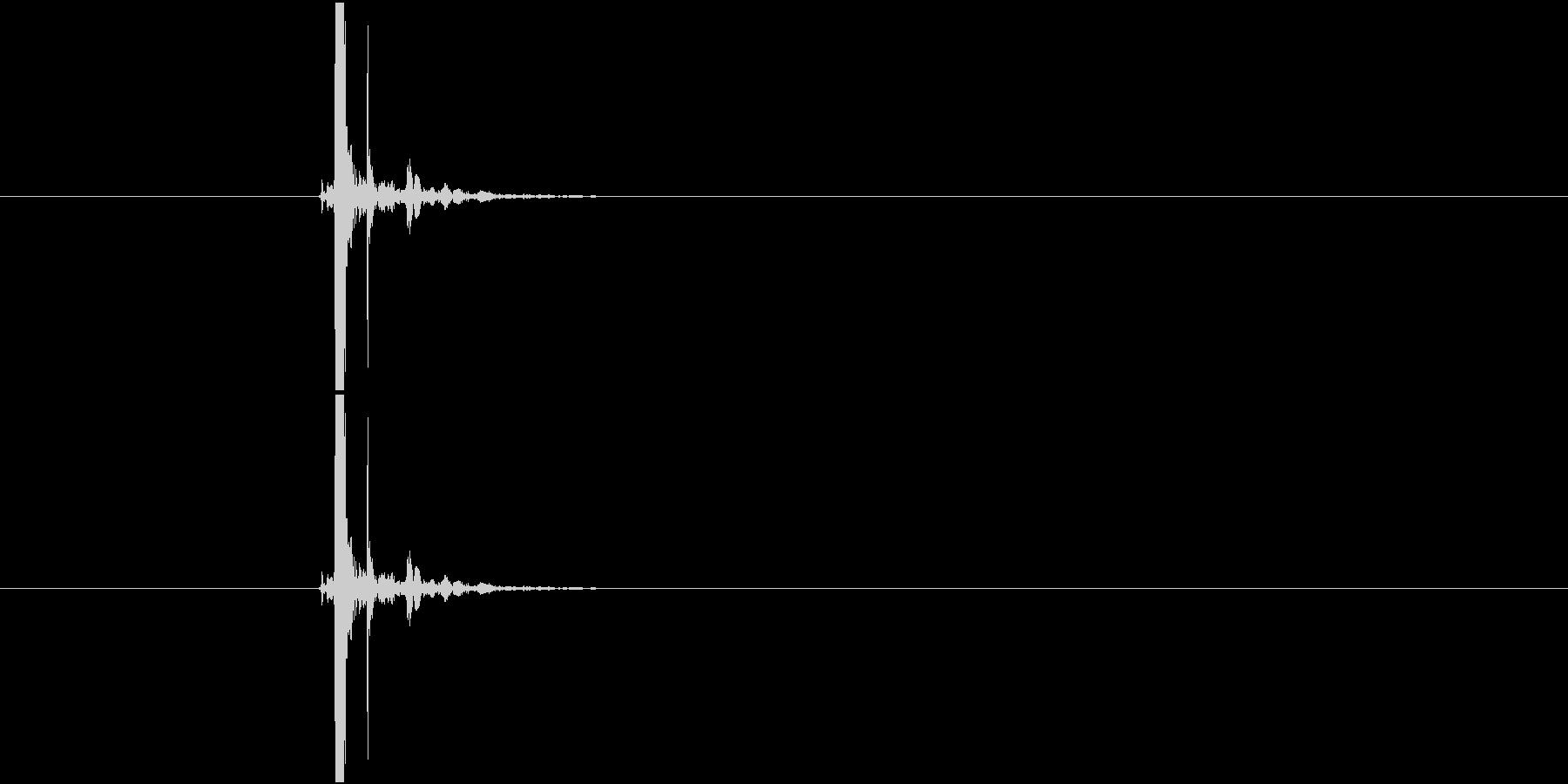 ボールペンのボタンを戻す音(タッ)の未再生の波形