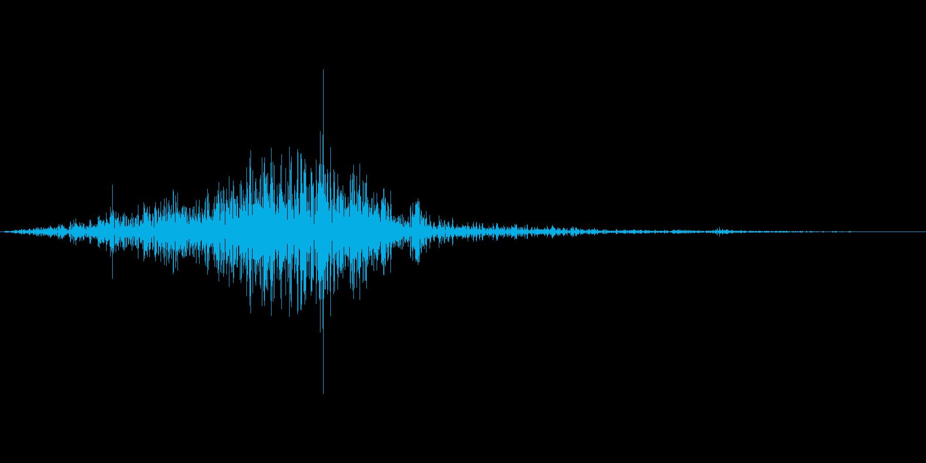 シュッ(ティッシュを箱から取る音)の再生済みの波形