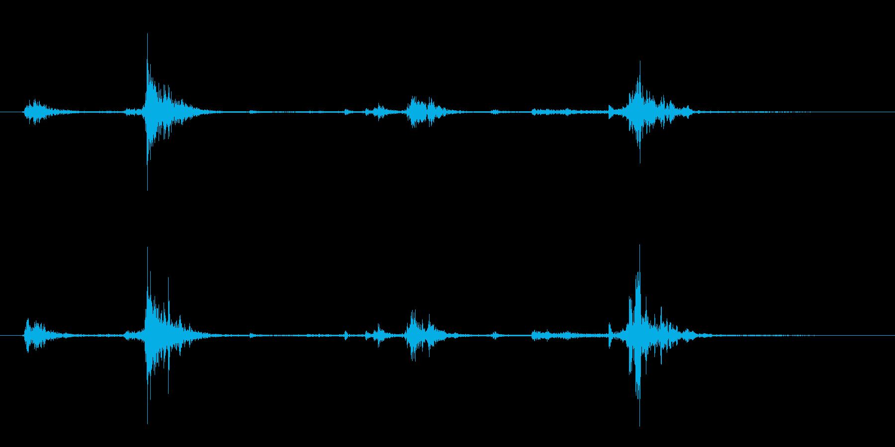 カセットテープ ケースから取り出す音の再生済みの波形