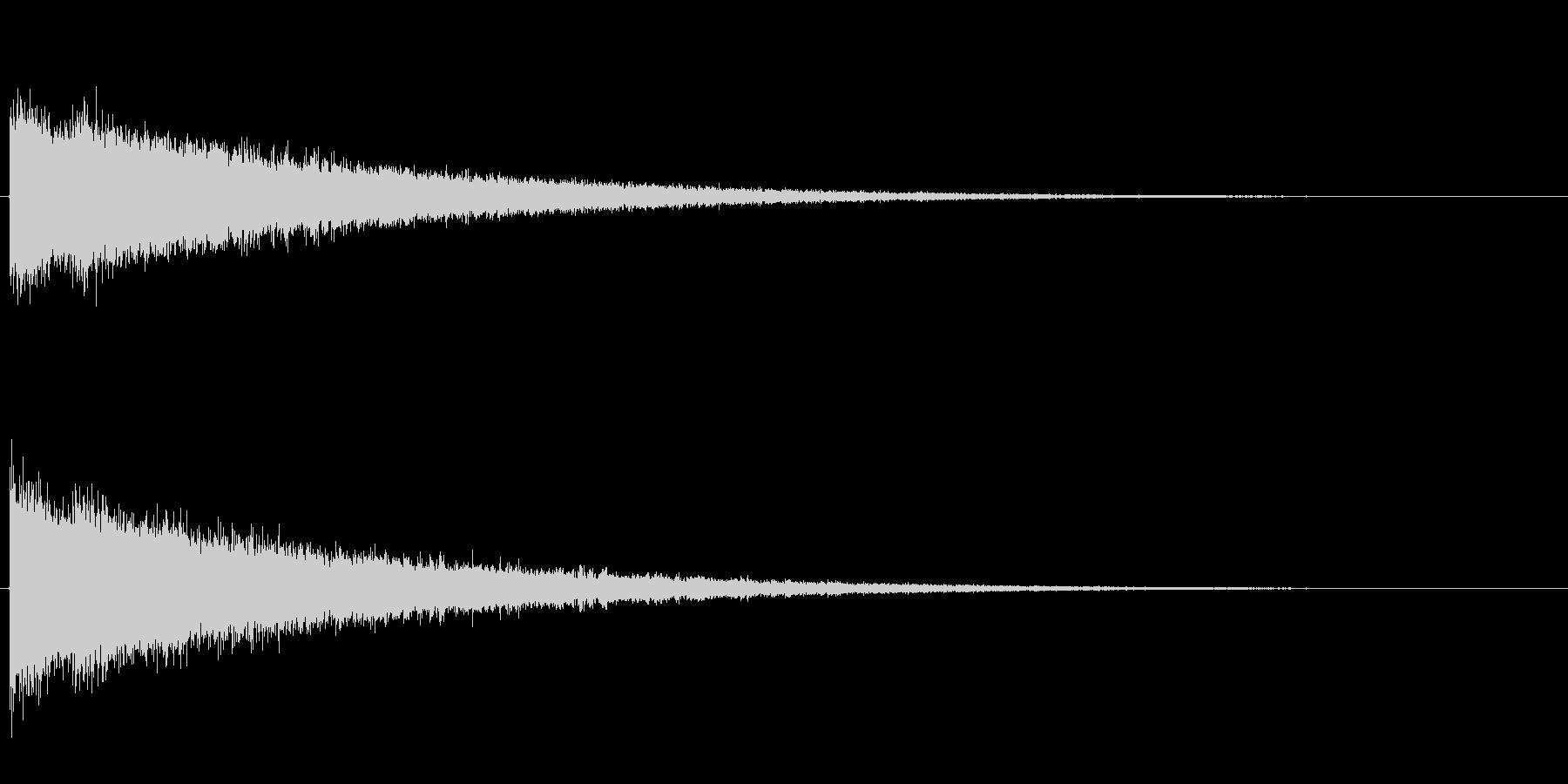 シャン、シャン、シャン…と高音がエコー…の未再生の波形