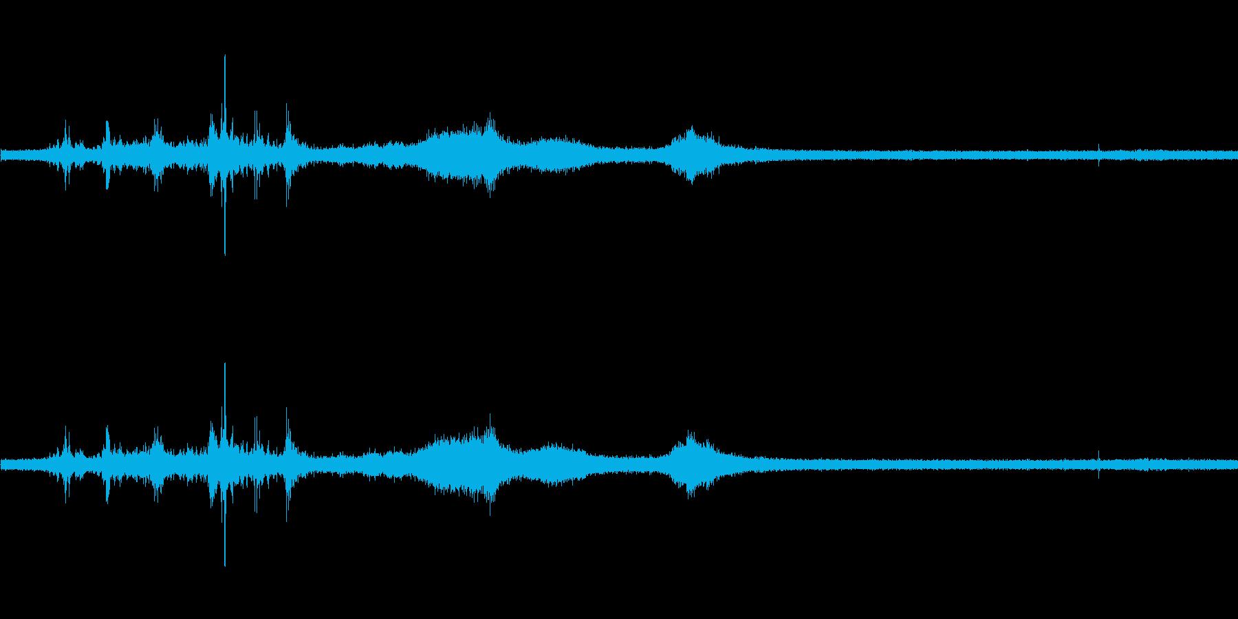 【生音】雷雨22 - 雨と雷と通行音 …の再生済みの波形