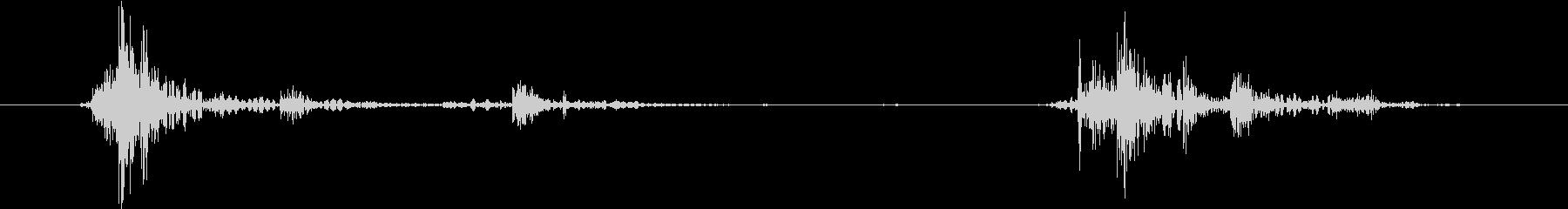 ガチャッ(ドアノブを回してドアを開ける)の未再生の波形