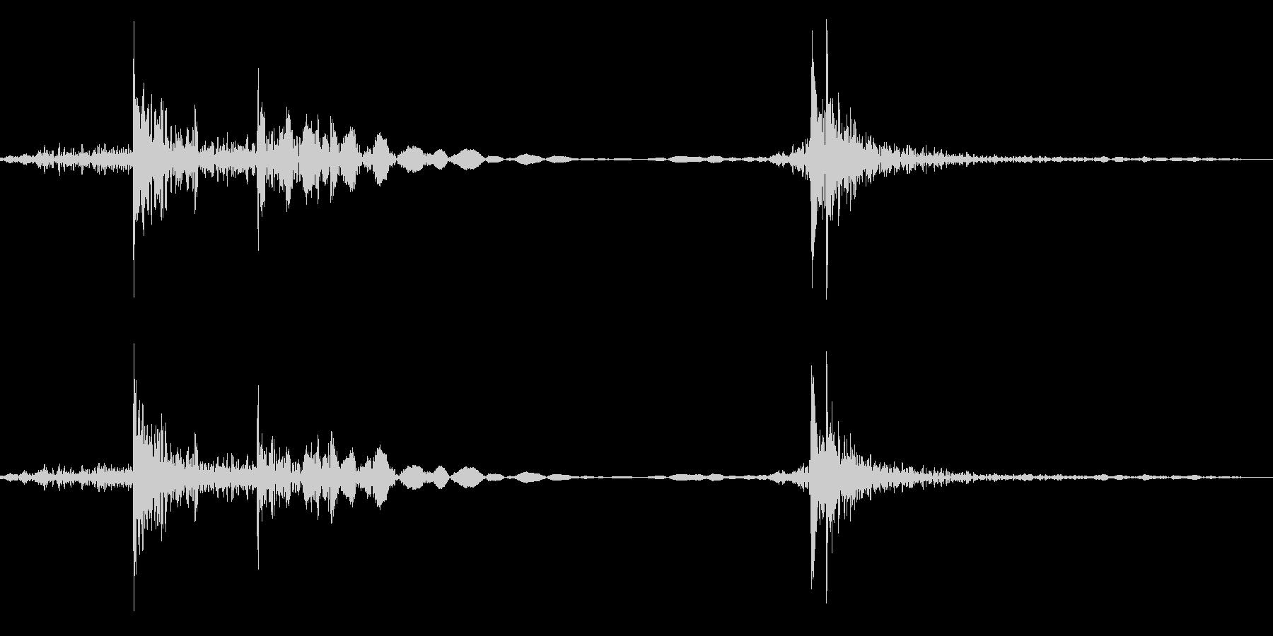 ドアノブを回す 鍵をかける音 ガチャコンの未再生の波形