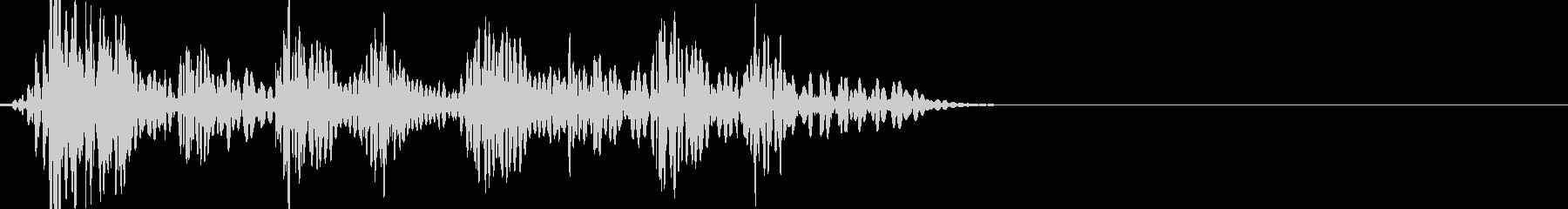 ドカドカドカドカッ(8連発の打撃音)の未再生の波形