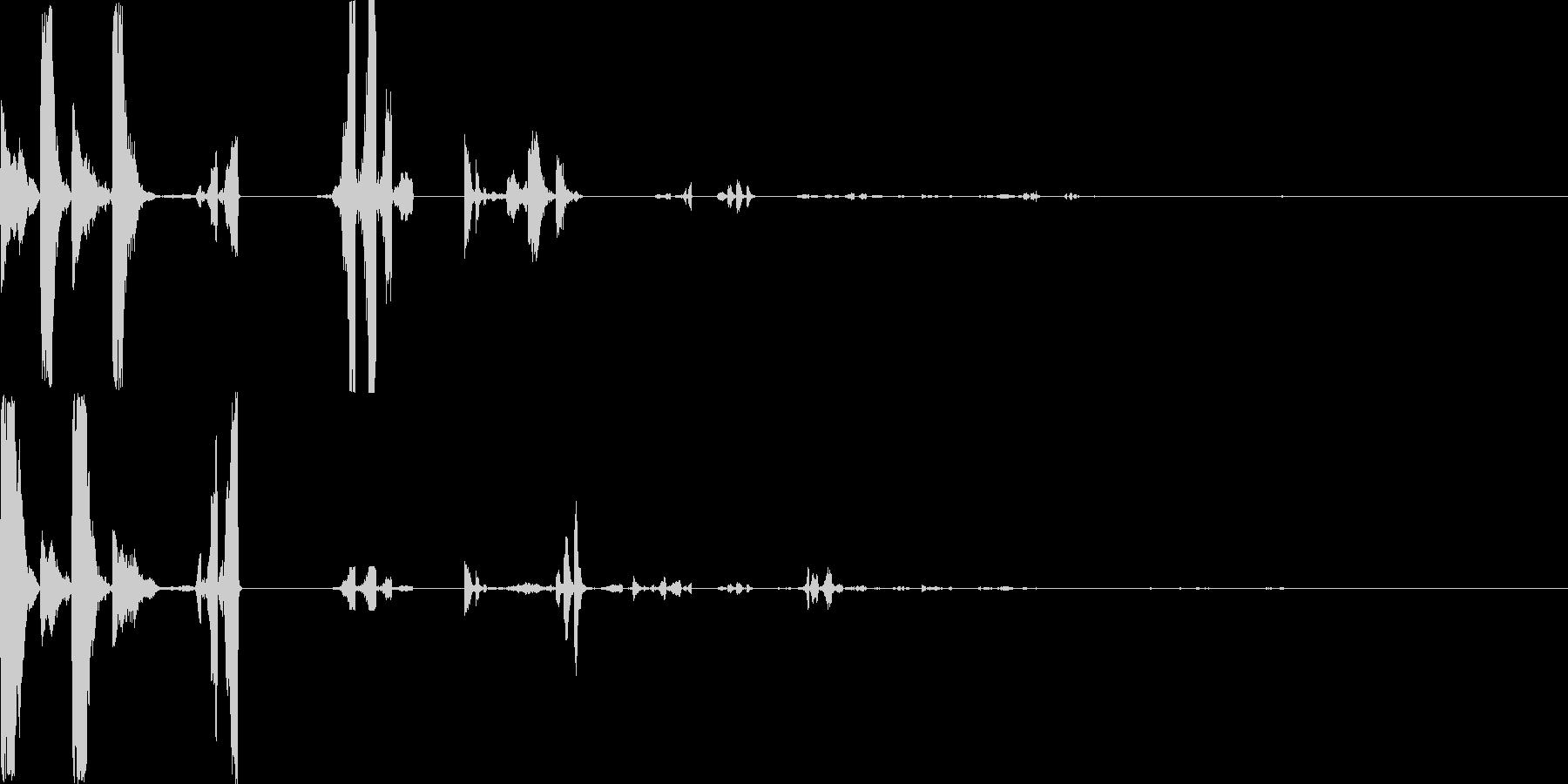 混乱した機械的な音の未再生の波形