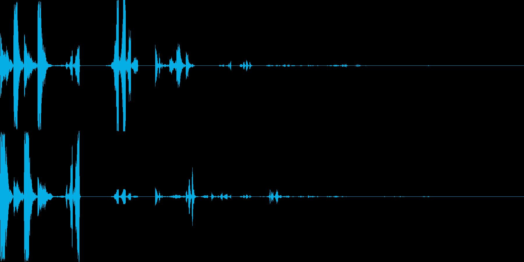 混乱した機械的な音の再生済みの波形