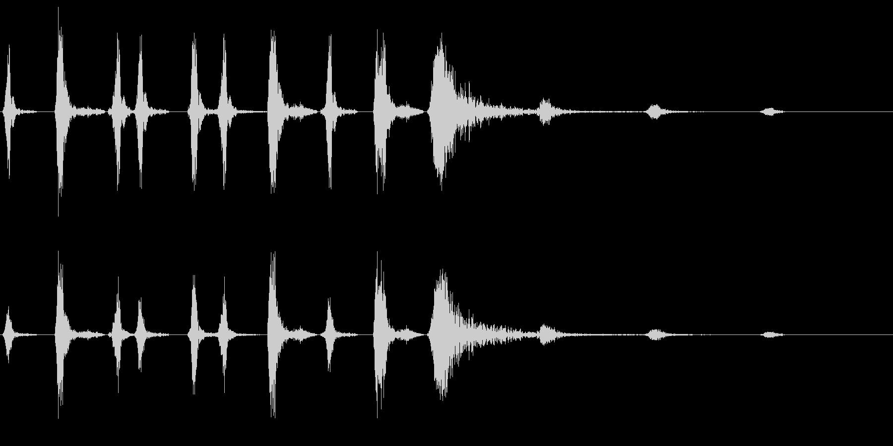 リズミカルな風切り音の未再生の波形
