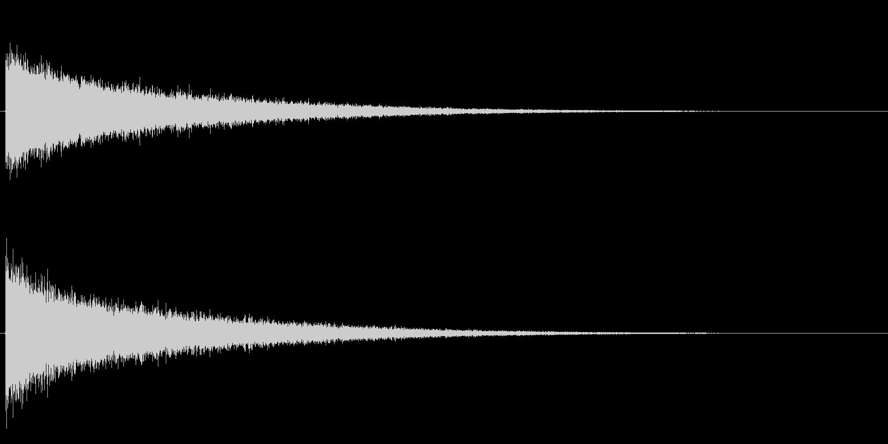 シャーンという高い音です。頭の中で強い…の未再生の波形