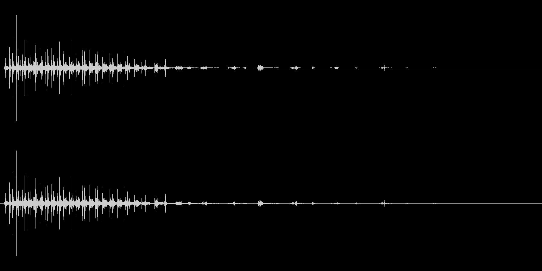 パタパタパタ〜鳥の羽ばたきの擬音リバーブの未再生の波形