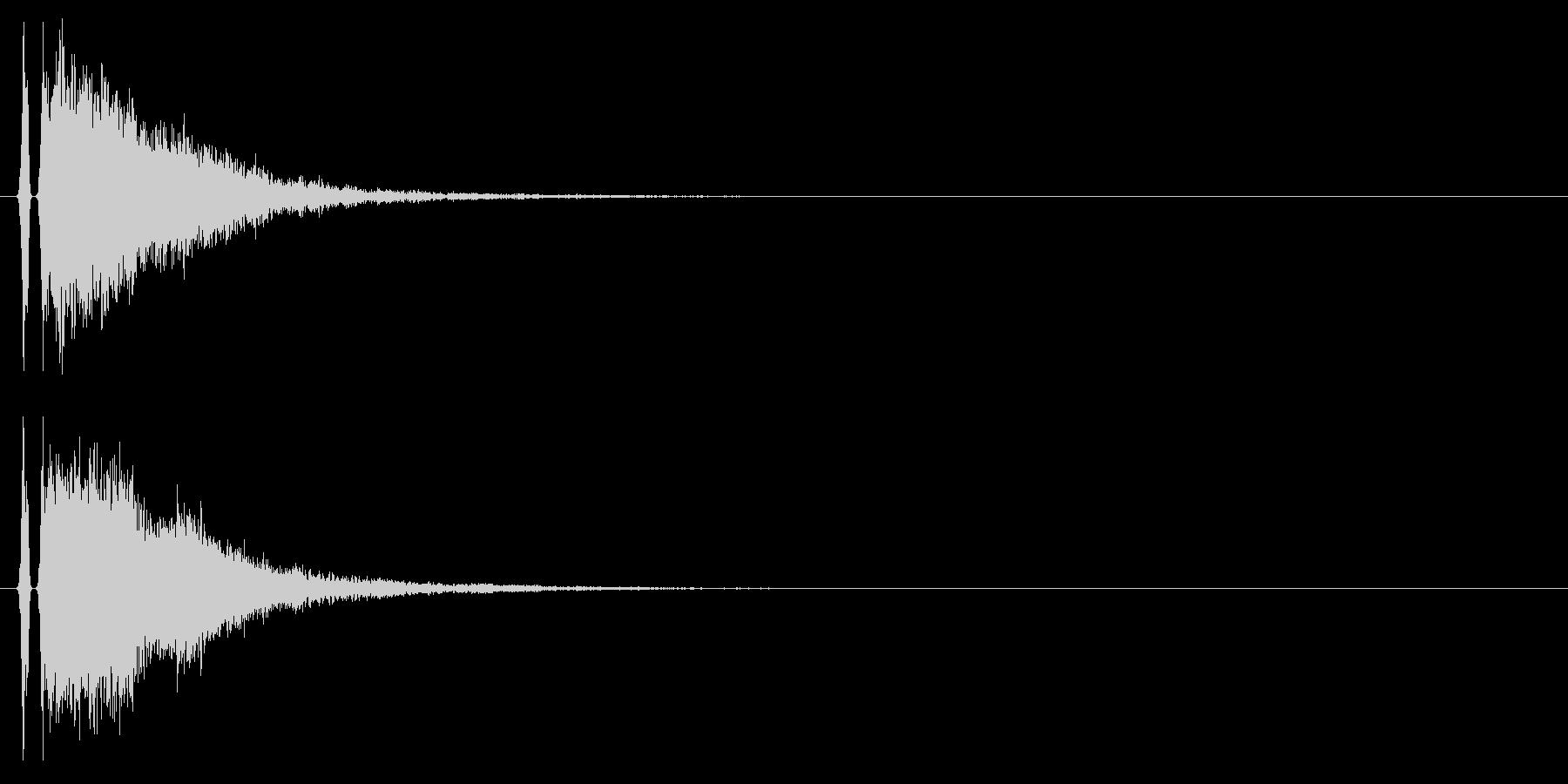 カンッ(金属を叩いたような音)の未再生の波形