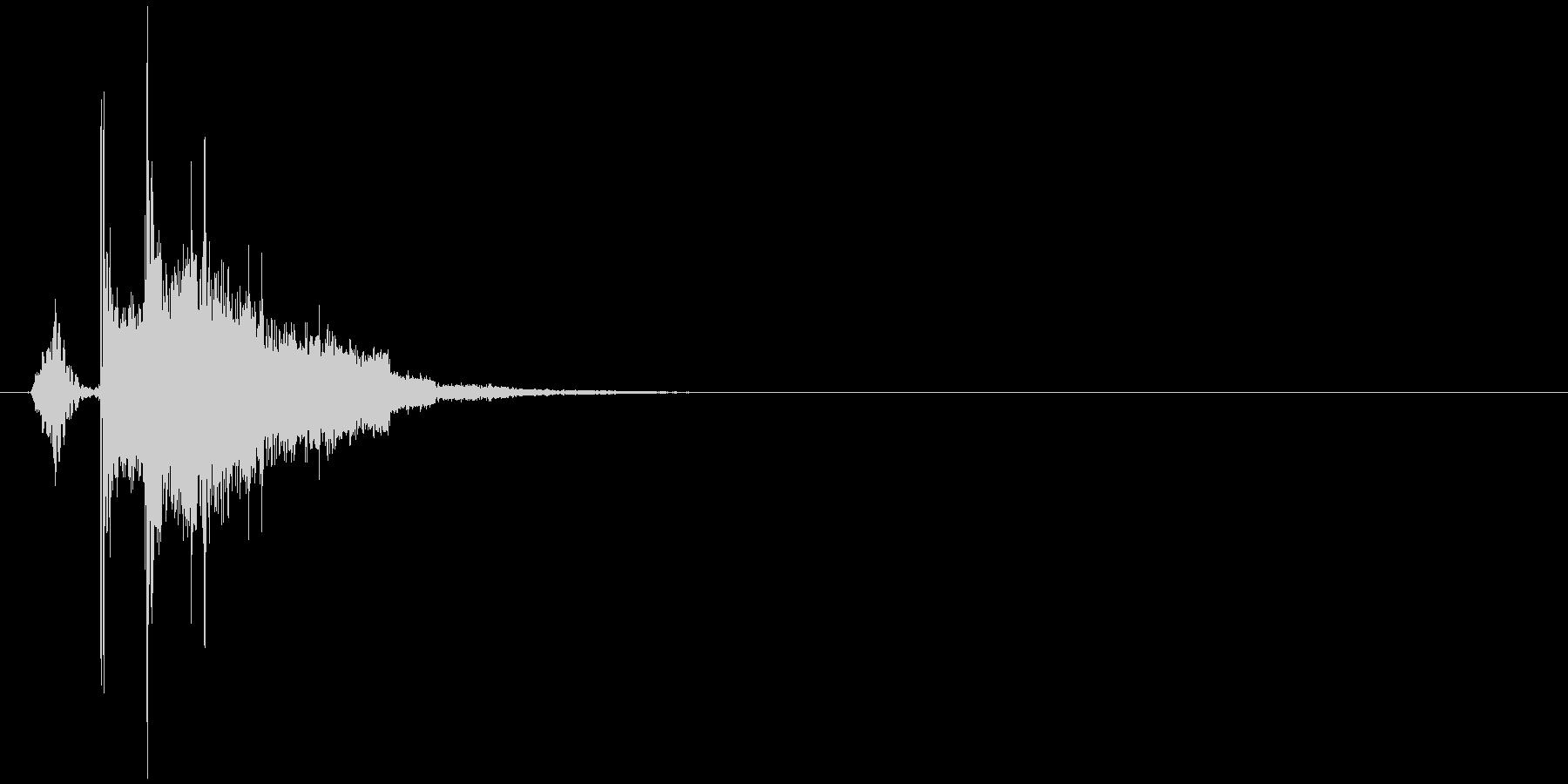 氷の塊を投げるような効果音(音高め)の未再生の波形